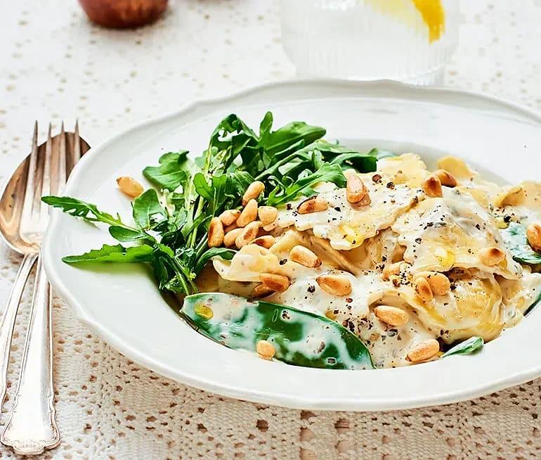 Svampfylld ravioli med ruccola och pestosås