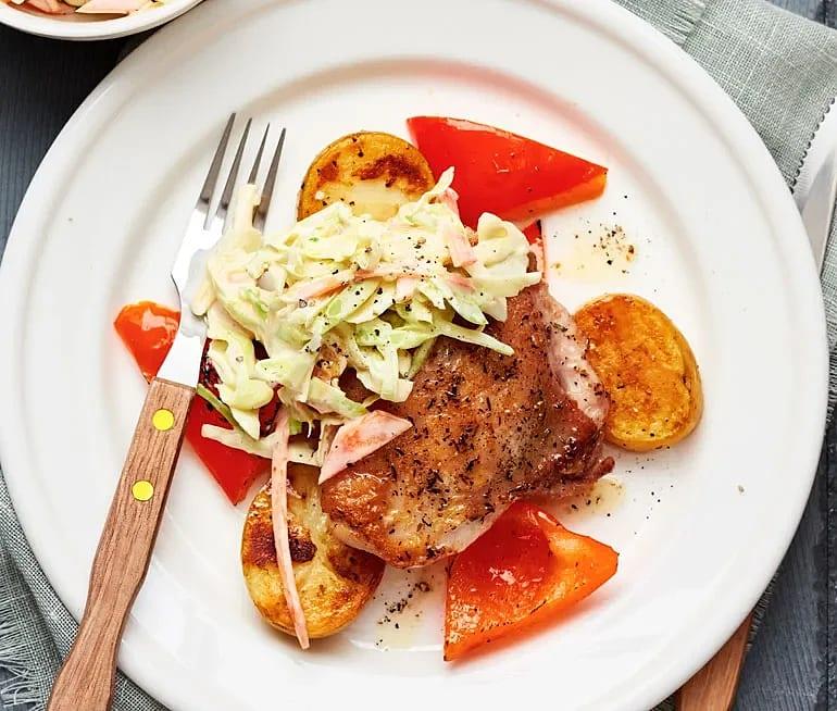 Kyckling med coleslaw och rostad potatis