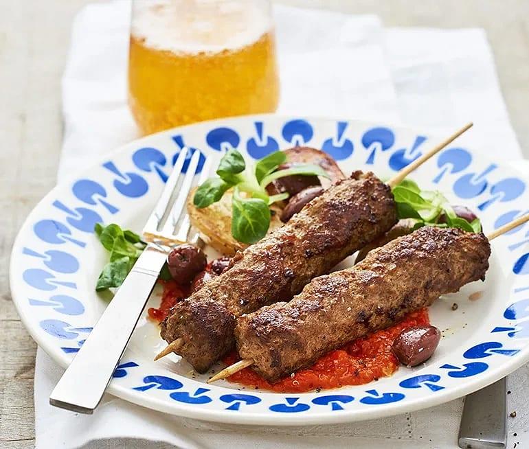 Kebabspett med ajvar och rostad potatis