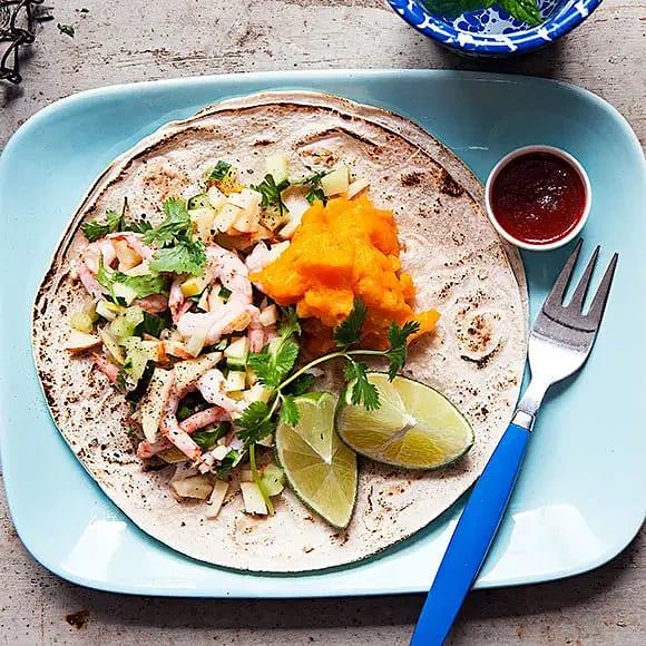 Tacos med morotsaioli och räkor