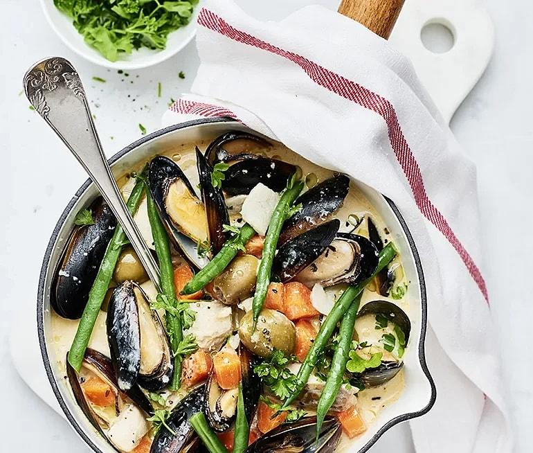 Fiskgryta med blåmusslor och oliver