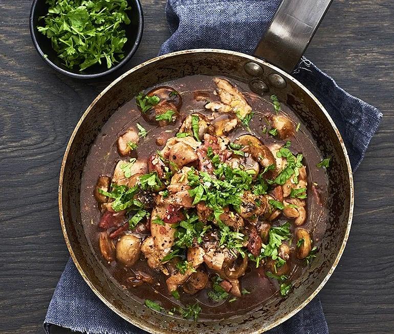 Kyckling- och bacongryta med champinjoner