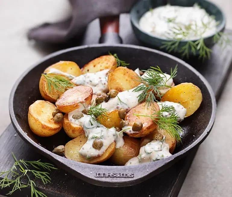 Stekt potatissallad med kapris, dill och senap