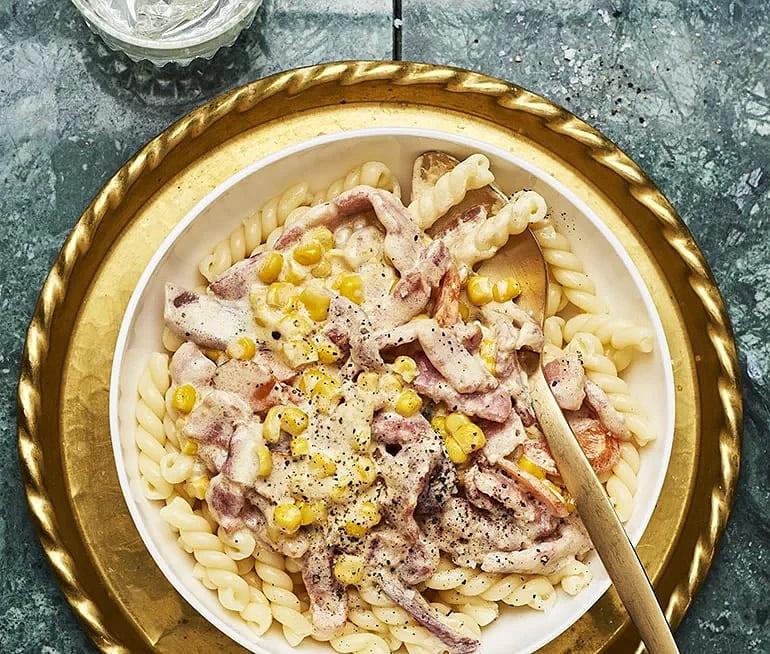 Krämig pasta med strimlad skinka