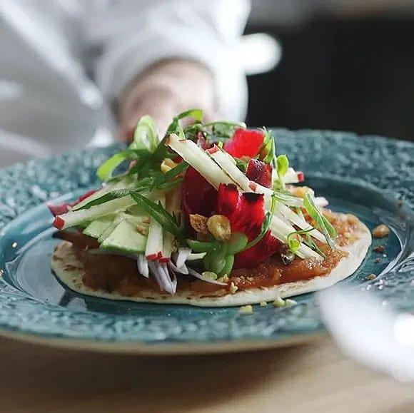 Vegansk taco på äpple och sötpotatis