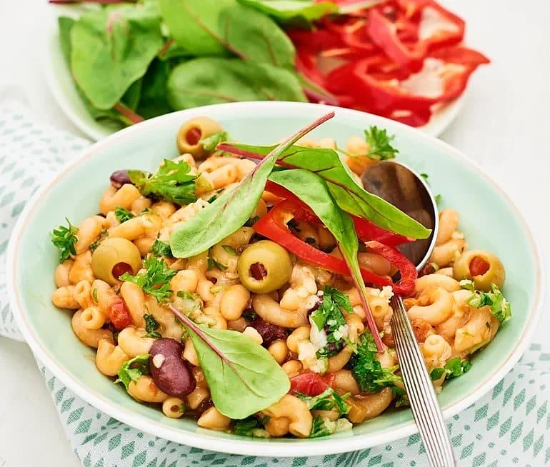 Makaroner i tomatsås med oliver
