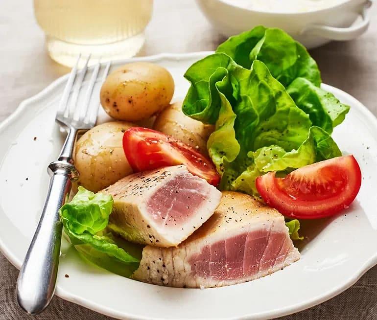 Halstrad tonfisk med vitlökssås
