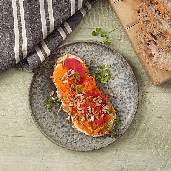 Syrad morotssmörgås