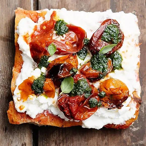 Margherita med pesto och rostad tomat