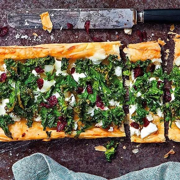 Chèvrepizza med grönkål