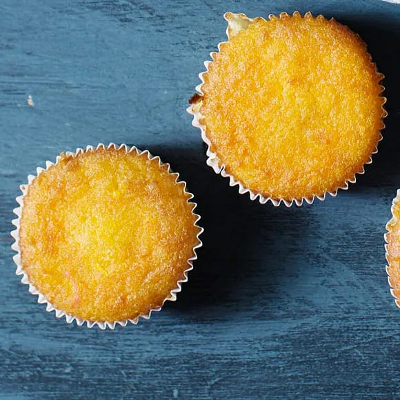 Glutenfria solrosmuffins med morot och apelsin