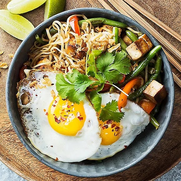 Nudlar med tofu, haricot verts och ägg