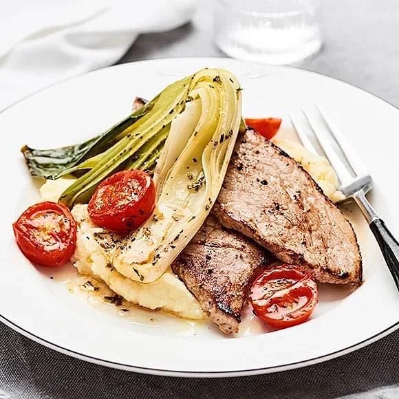 Stekt schnitzel med bakad purjolök och rosmarin