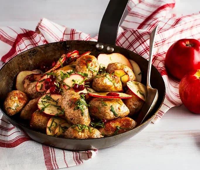 Kryddiga kycklingjärpar med lingon- och äppelsallad