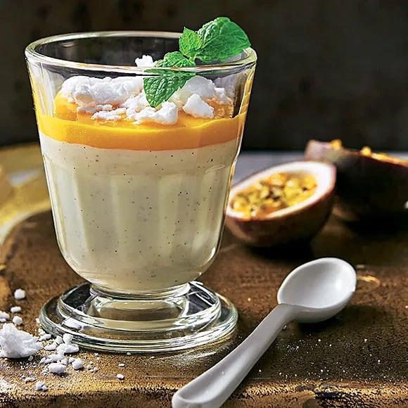 Yoghurtpannacotta med mango och passionsfrukt