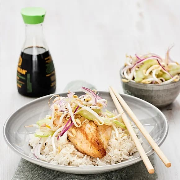 Kyckling med groddsallad och jordnötssås