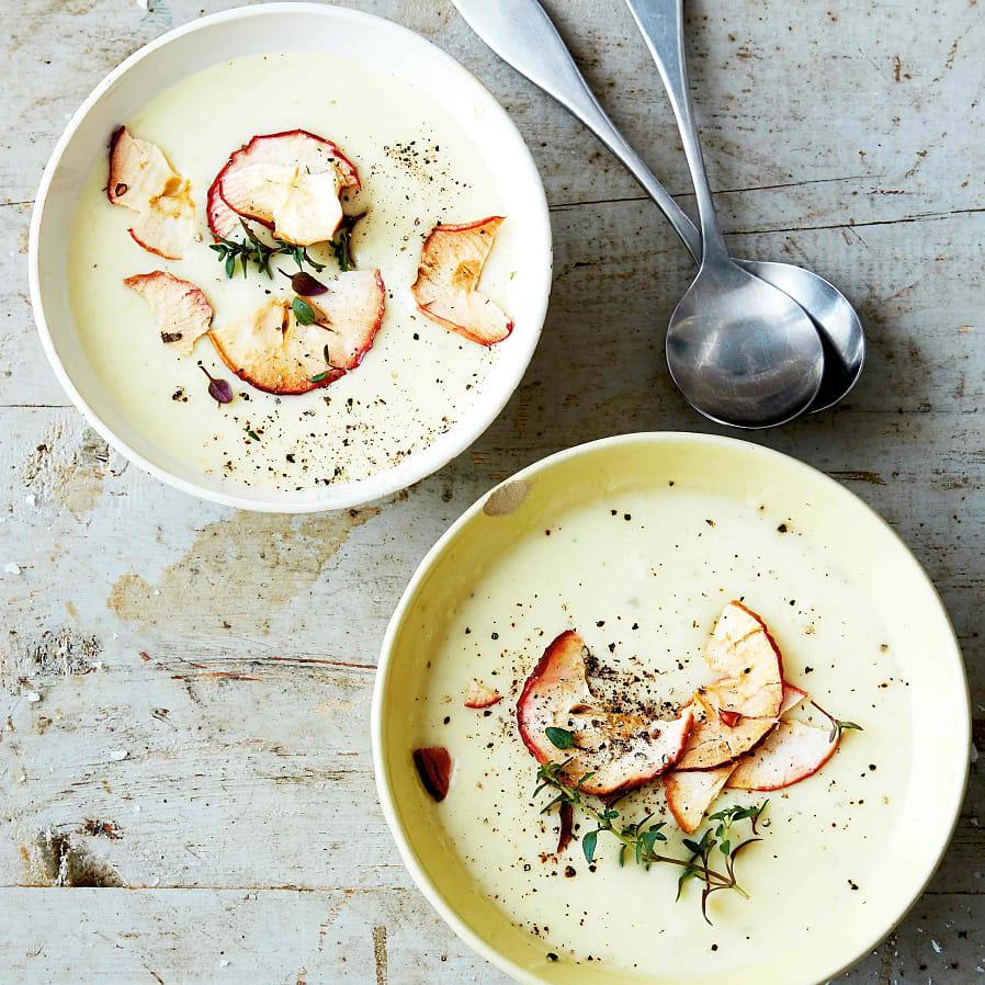 Potatis- och jordärtskockssoppa med äppelkrisp