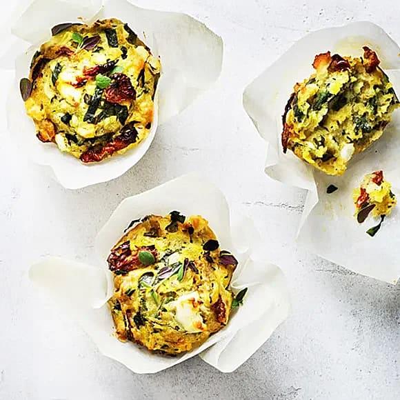Matiga muffins med zucchini och fetaost