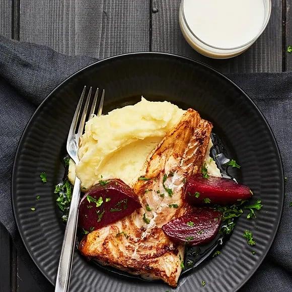 Stekt torsk med citronstekta rödbetor