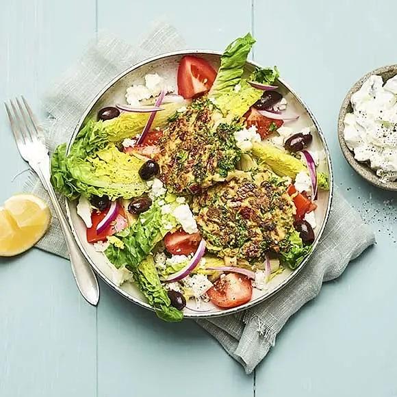 Enkla vegobiffar med grekisk sallad
