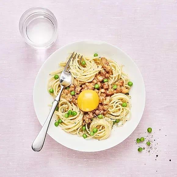 Gräddig pasta med pancetta och ärtor