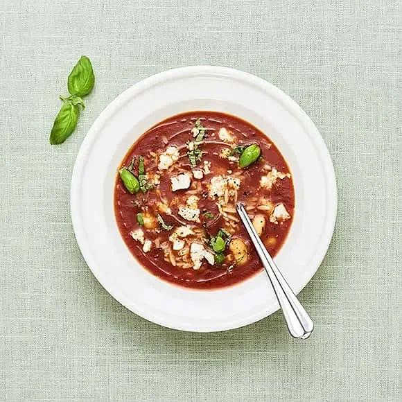 Tomatsoppa med risoni och feta