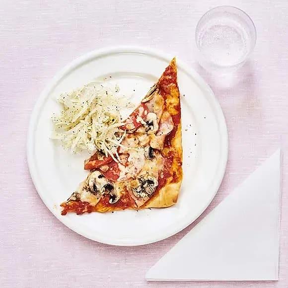 Pizza med kalkon och champinjoner