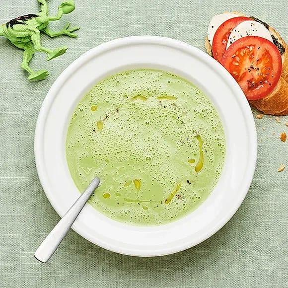 Broccolisoppa med tomat- och mozzarellabaguette