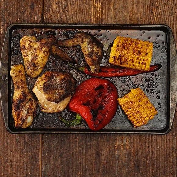 Jerk-kyckling med rostad majs och paprikasås