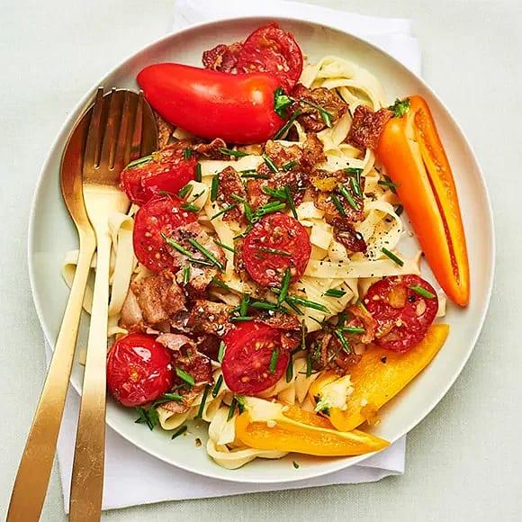 Pasta med pancetta och zucchinitapenade