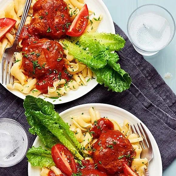 Pannbiff med pasta och tomatsås