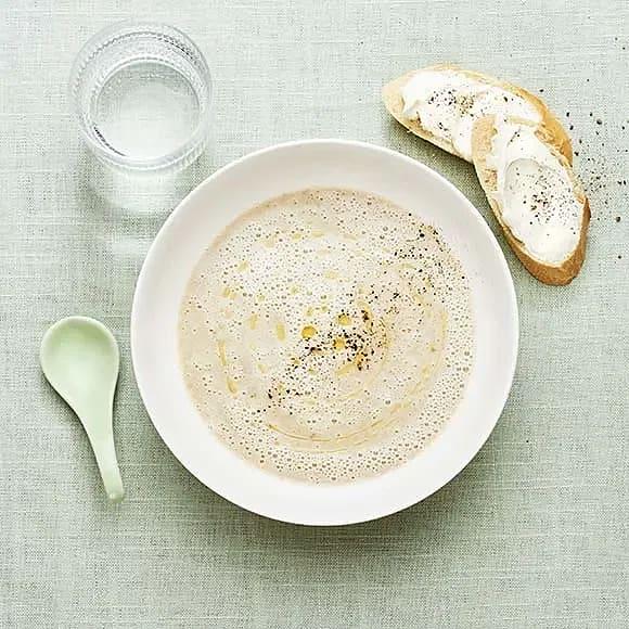 Champinjonsoppa med baguette