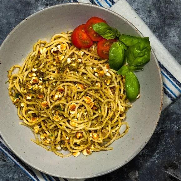 Matig pasta med pesto