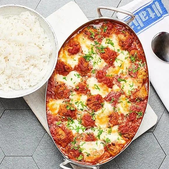 Grönsaksbullar i tomatsås med mozzarella