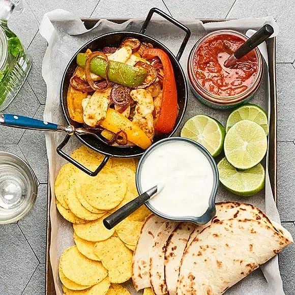 Fajitas med gräddfil och salsa