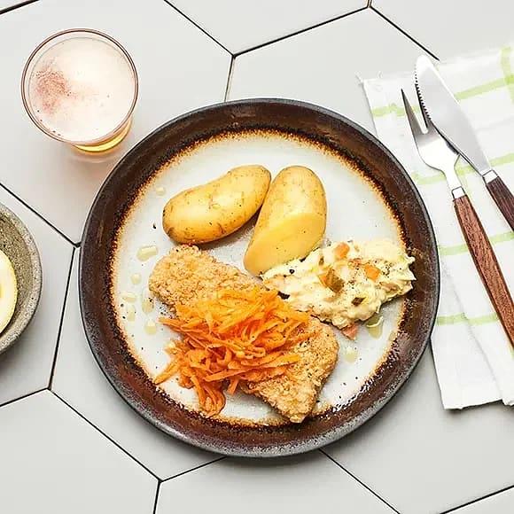 Sprödbakad torsk, syrlig morot och dansk remoulad