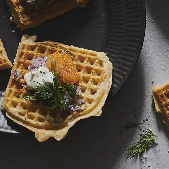 Bovetevåffla med crème fraiche och löjrom