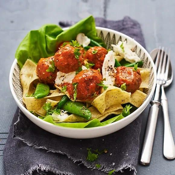 Frikadeller i tomatsås med mozzarella