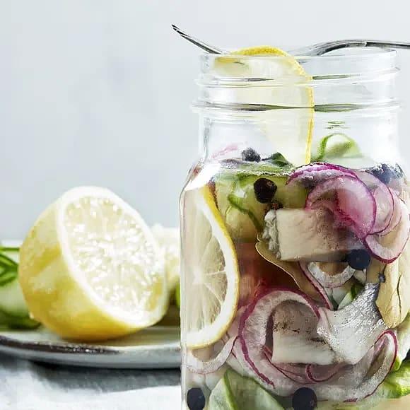 Sill med gin, enbär och gurka