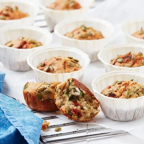Matiga muffins med fetaost och tomater