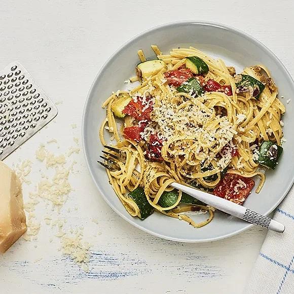 Pasta med pesto, grillad paprika och zuccini