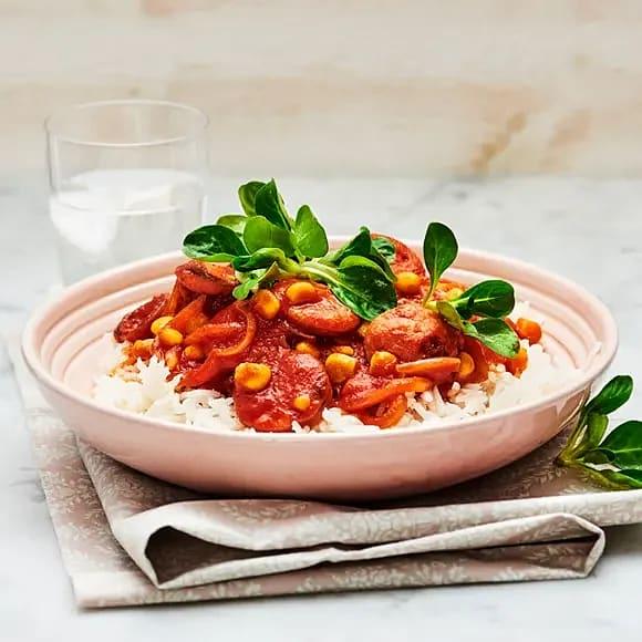 Korv med tomat och sallad