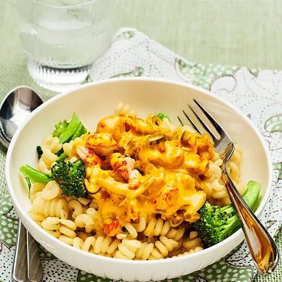 Kräftpasta med saffran och broccoli