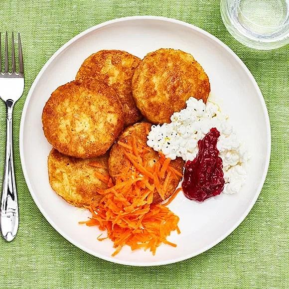 Potatisbullar med cottage cheese och lingon