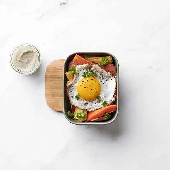 Rotfruktspytt med senapskräm och stekt ägg