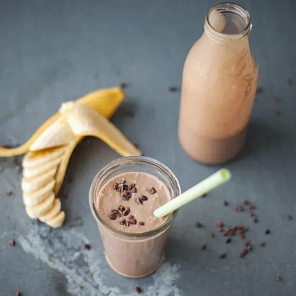 Vegansk chokladmilkshake med banan
