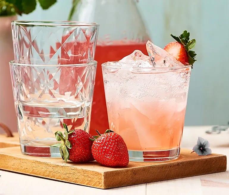 Rabarber- och jordgubbsshrub