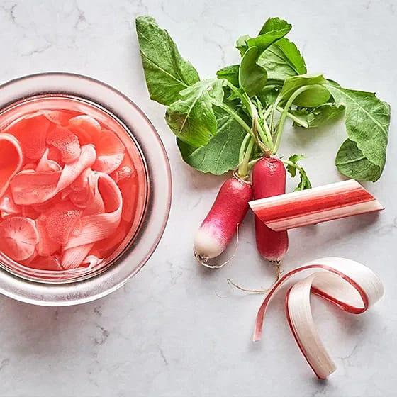 Picklad rabarber och rädisa