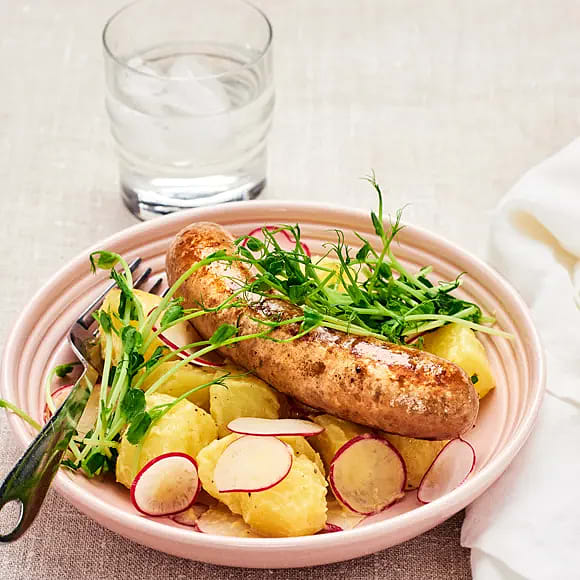 Sommarkorv med ljummen potatissallad