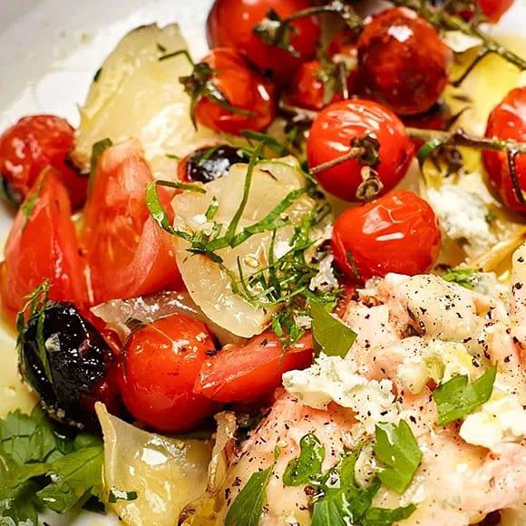 Sallad criolla med grillad lök och tomat